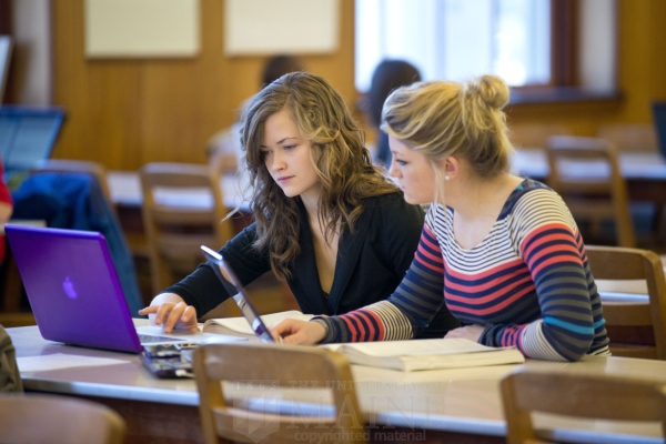 Image of students at Folger library